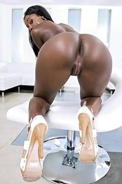 (s) ! Bonnie Amor on white furniture, presenting ass, pussy with vitiligo